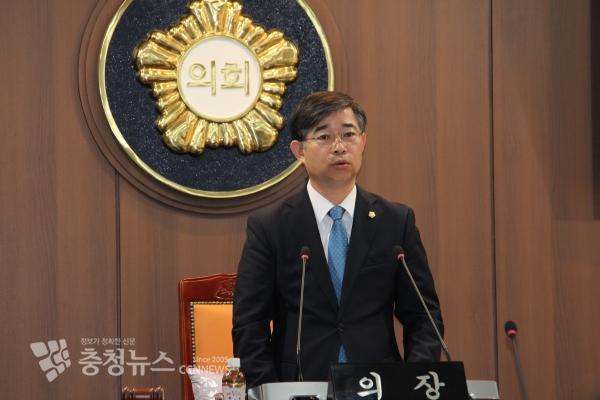 """김기두 의장은 2일 본회의장에서 열린 제259회 임시회 개회사를 통해 """"관광산업에 농어촌 체험마을 적극 활용해야 한다""""고 강조했다."""